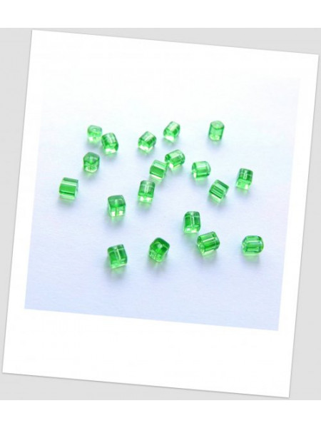 "Бусина стеклянная форма ""куб"", зеленая, 4 х 4 мм. Упаковка - 245 шт!"