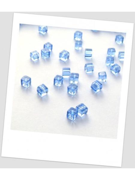 Бусина стеклянная полупрозрачная  голубая граненая, форма: куб, 5х5 мм